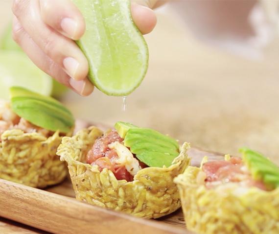 Receta Canasticas de Plátano Verde con Camarones y Aguacate